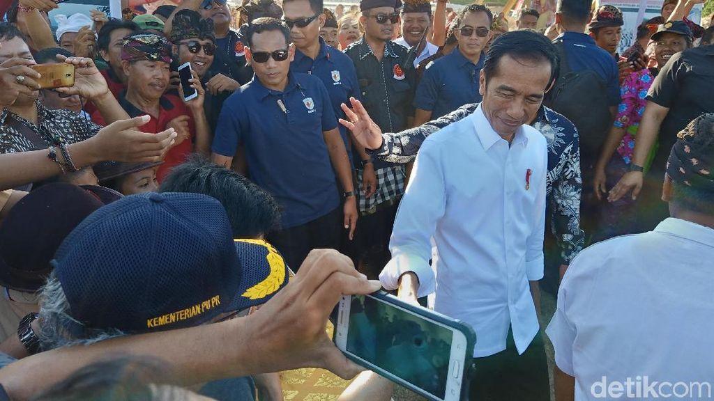 Jokowi Puji Warga Kutuh yang Sulap Desa Miskin Jadi Kampung Bola Internasional