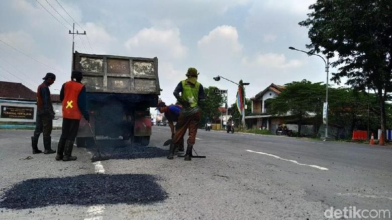 Perbaikan Jalur Nasional di Mojokerto Ditargetkan Rampung H-10 Lebaran