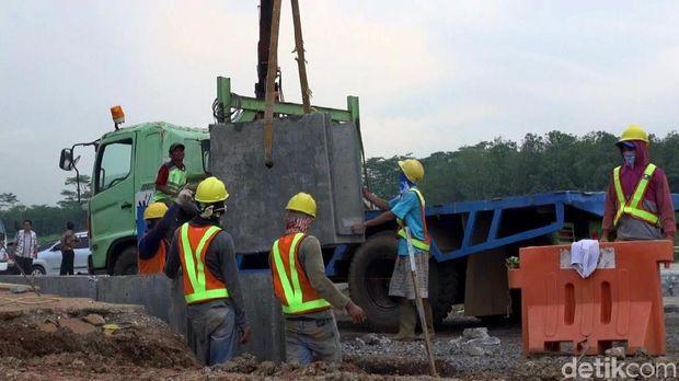 Pembangunan rest area di Tol Batang.