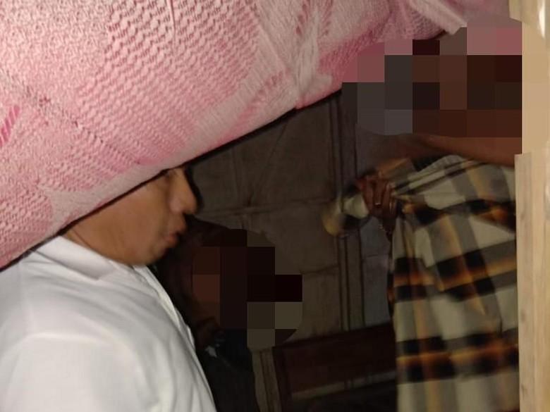 Seorang Kakek di Lamongan Tertangkap Basah Sedang Mesum