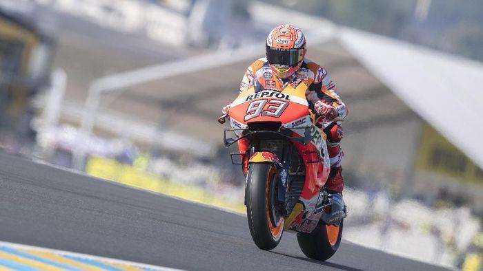Marc Marquez sempat terjatuh saat kualifikasi namun tetap meraih pole position di MotoGP Prancis. (Foto: Mirco Lazzari gp/Getty Images)