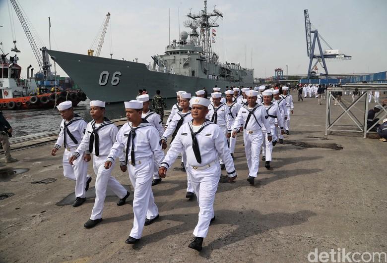 Kapal Induk Australia Dibuntuti Militer China di Laut China Selatan