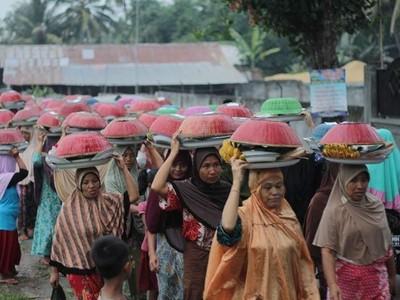 Ngejot, Tradisi Berbagi Jelang Lebaran di Lombok Timur