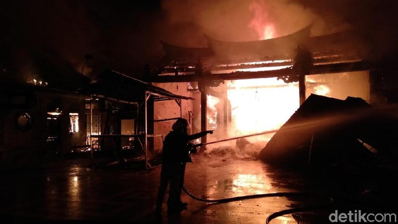 Kelenteng Tri Dharma Sumbernaga yang Terbakar Berusia 150 Tahun