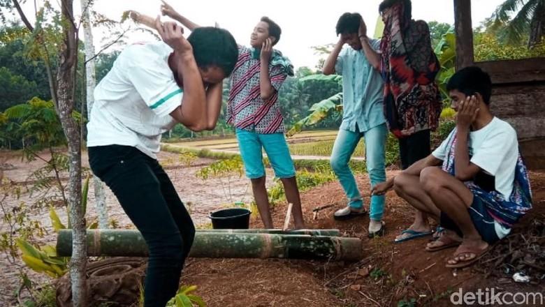 Sekelompok Pemuda Ciamis Masih Lestarikan Permainan Meriam Bambu
