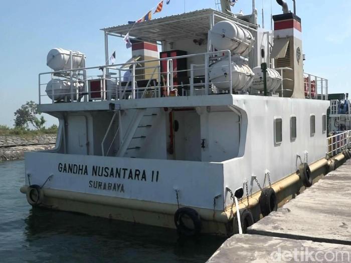 Kementrian Perhubungan menyerahkan Kapal Rede Gandha Nusantara 11 kepada PT Pelayaran Nasional Indonesia atau Pelni di Pelabuhan Tanjung Tembaga, Probolinggo. Kapal tersebut bisa digunakan untuk mengangkut pemudik jelang Lebaran nanti.