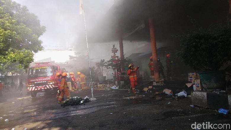 Hampir 18 Jam, Kebakaran Pasar Kosambi Belum Padam