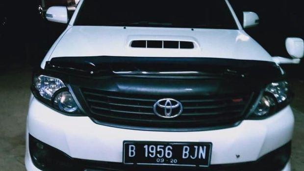 Mobil Toyota Fortuner yang digunakan para pelaku.