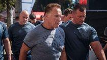 Arnold Schwarzenegger Ditendang, Netizen Salah Fokus Sama Tubuh Kekarnya