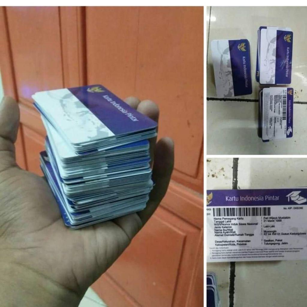 Kartu Indonesia Pintar Ditemukan Tercecer di Jalanan Kabupaten Kediri