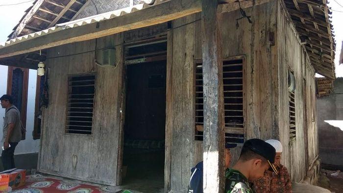 Rumah Zohri sebelum direnovasi. Kementerian PUPR mengerjakan renovasi rumah ini di Kabupaten Lombok Utara, Provinsi Nusa Tenggara Barat. Istimewa/Kementerian PUPR.