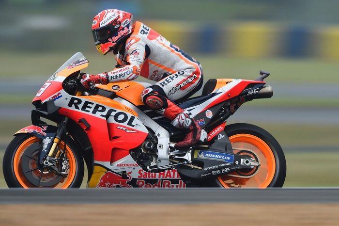 Start terdepan di MotoGP Prancis, Marc Marquez menyamai rekor pole Valentino Rossi. Foto: Jean-Francois Monier / AFP