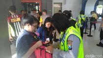 Polisi Surabaya Terus Cegah Pergerakan Massa Aksi 22 Mei ke Jakarta