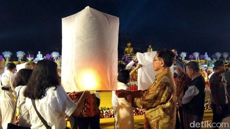 Perayaan Waisak di Candi Borobudur selalu berlangsung meriah. Setiap tahun diadakan acara menerbangkan lampion yang khidmat. (Eko Susanto/detikcom)
