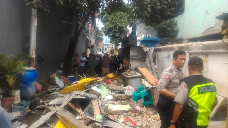 Polisi Periksa 2 Pekerja Terkait Robohnya Tembok SD di Sawah Besar