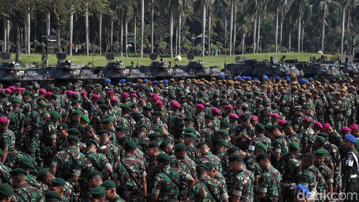 Pasukan TNI menggelar apel pengamanan. Apel itu dilakukan untuk mempersiapkan pengamanan jelang rekapitulasi suara Pemilu serentak 2019 pada 22 Mei mendatang.