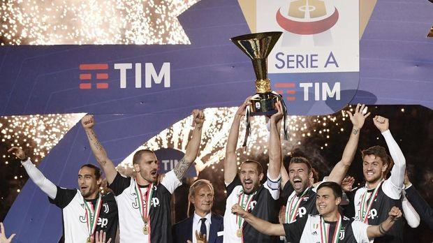 Juventus kontrak Maurizio Sarri selama tiga tahun.