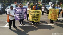 Karyawan Kominfo Demo Minta Pertanggungjawaban Dana Koperasi