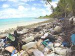 Peneliti Temukan Tumpukan Sampah Sandal Bekas di Pulau Selatan Pulau Jawa