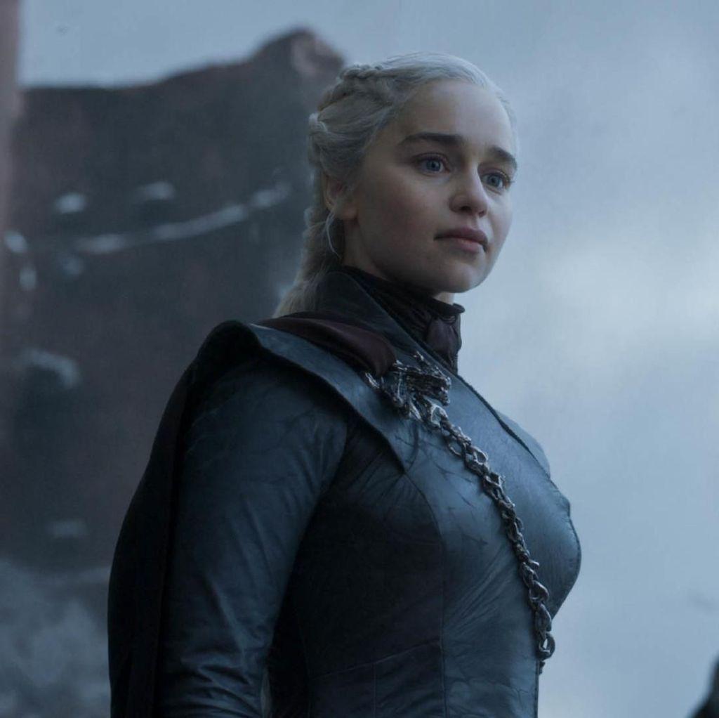 Perpisahan Emosional Emilia Clarke dan Sophie Turner di Game of Thrones