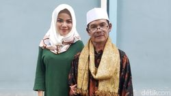 Jauh dari Kampung, Ayah Dinar Candy Dibuat Bahagia Anaknya Berhijab