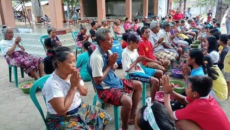 Basuh kaki di Lombok (Dok. Komunitas Kearifan Lokal Tebango)