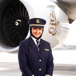 Foto: Ini Mozah, Putri Bangsawan Dubai Pertama yang Jadi Pilot