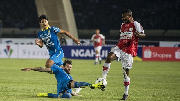 Achmad Jufriyanto berstatus pemain pinjaman di Bhayangkara FC.