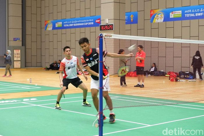 Latihan tim bulutangkis Indonesia digelar di practice hall di kompleks Guangxi Sports Center, Senin (20/5/2019).