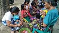 Momen Waisak yang Merekatkan Keluarga di Lombok