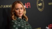 Emily Blunt Bantah Kalah Saingan dengan Scarlett Johansson untuk Black Widow