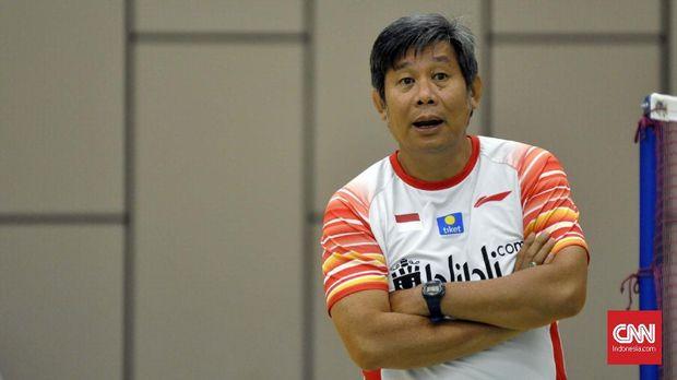 Herry IP memberikan wejangan kepada para pemain jelang Indonesia vs Denmark.