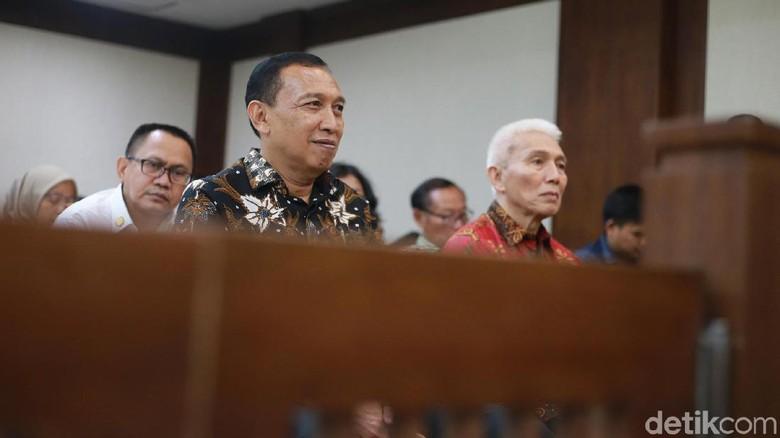 Ekspresi Sekjen dan Bendahara KONI Saat Divonis Hakim Tipikor