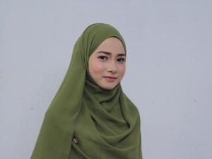 Apik, Hijabers Medan Ini Luwes Berceramah 3 Bahasa