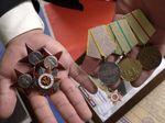 Temukan Medali PD II di Pasar Loak, Pria Ini Lacak Prajurit Sampai ke Rusia