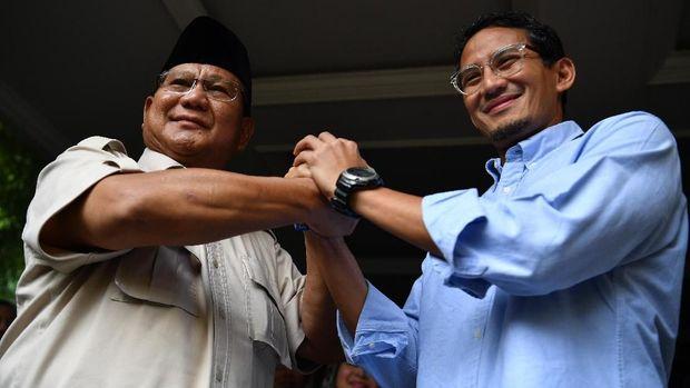 Paslon nomor urut 02 Prabowo-Sandiaga memutuskan mengajukan sengketa Pilpres 2019 meski sebelumnya mengaku tak akan ke MK dan memilih mendengarkan kehendak rakyat.