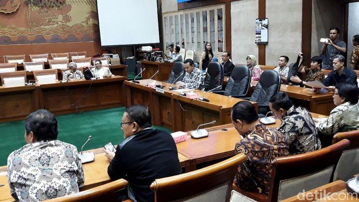 Rapat Komisi VI DPR dan Garuda Indonesia/Foto: Danang Sugianto