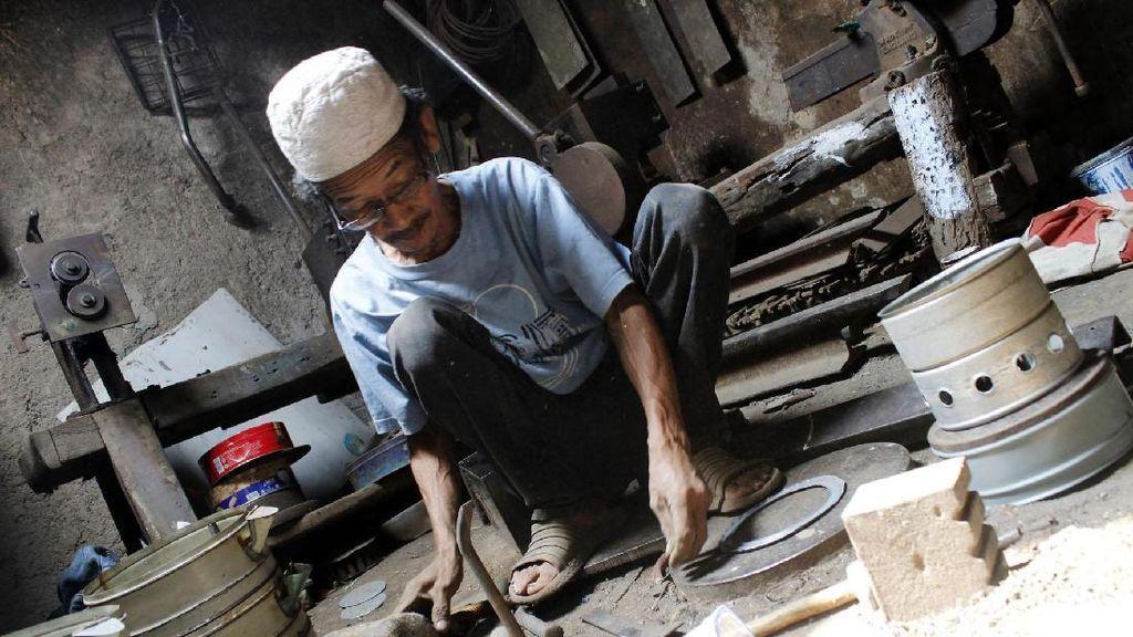 Perajin Kompor Minyak Tetap Bertahan di Era Modern