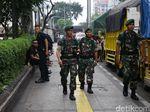 Lewati Kerumunan Massa Aksi 22 Mei, TNI Diteriaki Bersama Rakyat