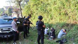 Aparat Gabungan Amankan Lima Pria Terduga Teroris di Garut