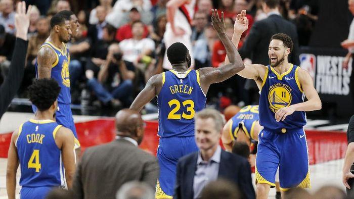 Golden State Warriors maju ke Final NBA usai memenangi gim keempat final Wilayah Barat. (Foto: Jonathan Ferrey / Getty Images)