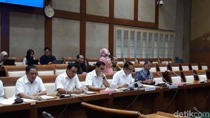 Direksi Garuda Indonesia di Komisi VI DPR/Foto: Danang Sugianto/detikFinance