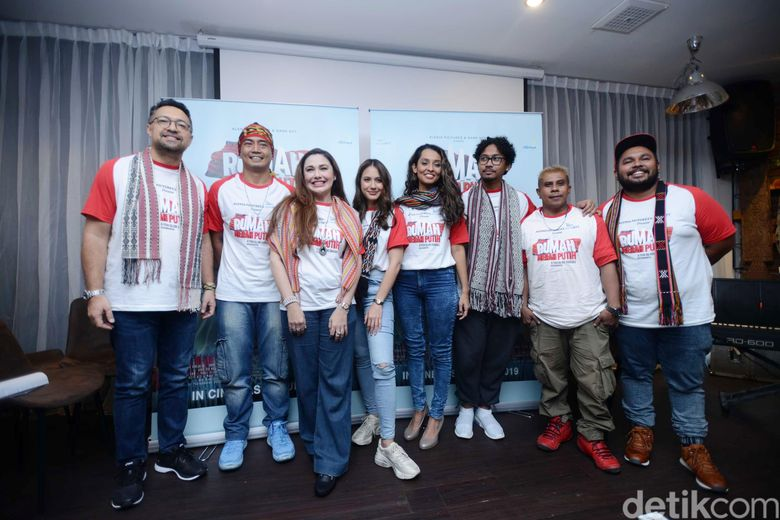 Pevita Pearce dan para pemain film Rumah Merah Putih saat ditemui di kawasan Kemang, Jakarta Selatan pada Senin (20/5).Pool/Ismail/detikFoto.