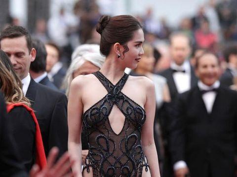 Penampilan Model cantik Vietnam Ngoc Trinh di Festival Film Cannes 2019.