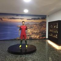 Ada Patung Cristiano Ronaldo juga yang jadi tempat favorit untuk berfoto-foto (Instagram/museucr7funchal)