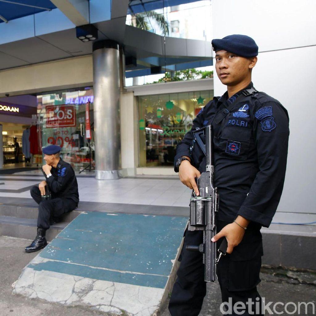 Foto: Polisi Jaga Ketat Pusat Perbelanjaan Sarinah