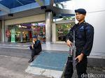 Foto: Polisi Bersenjata Laras Panjang Berjaga di Sarinah
