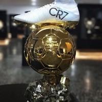 Berbagai piala dan penghargaan individu dalam karir Cristiano Ronaldo ada di dalam museum ini (Instagram/museucr7funchal)