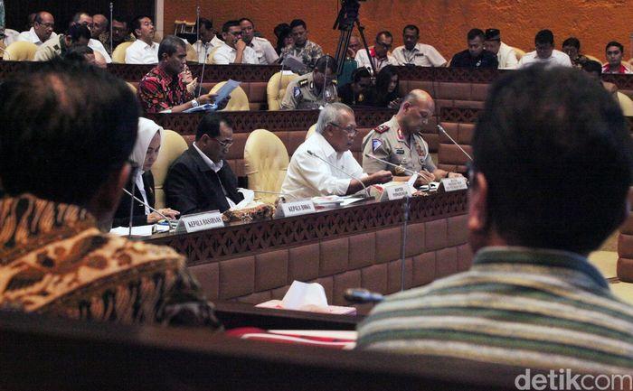 Rapat dihadiri Menteri Perhubungan Budi Karya Sumadi, Menteri PUPR, Basuki Hadimuljono, Kepala BMKG, Dwikorita Karnawati, Kepala Basarnas, Bagus Puruhito dan Kakorlantas Polri Refdi Andri.
