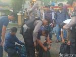Video: Ogah Dipulangkan, Peserta Aksi Pro-Prabowo Dikuliahi Polisi